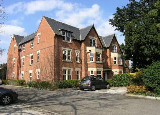 Neat 2 bed apartment in village close to Leicester - Narborough