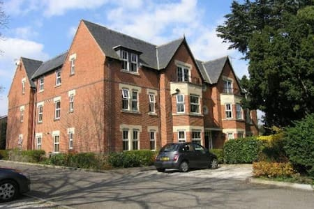 Neat 2 bed apartment in village close to Leicester - Narborough - Apartament