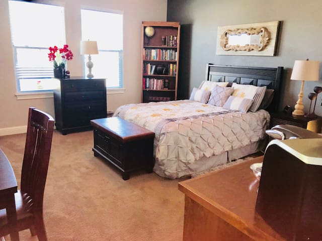Elegant Private Room and bath near Bethel & I-5