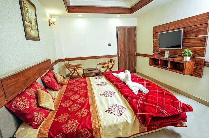 5 DELUXE ROOM W ROOFTOP TERRACE BFAST & VIEW–SOLAN