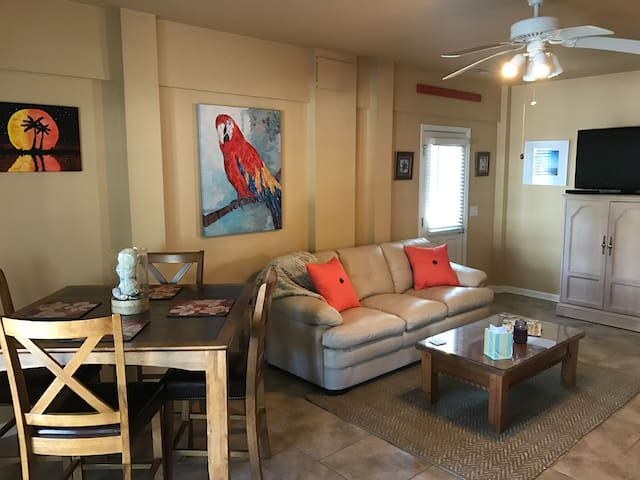 2BR APARTMENT - 75 STEPS FROM BED TO BEACH