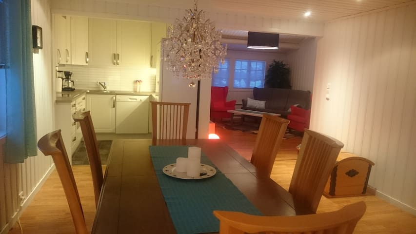 Cozy guesthouse, 70m2, 5 min walk from city centre - Alta - House