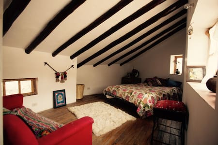 gorgeous spacious room with wooden rafters - Cusco - House - 0
