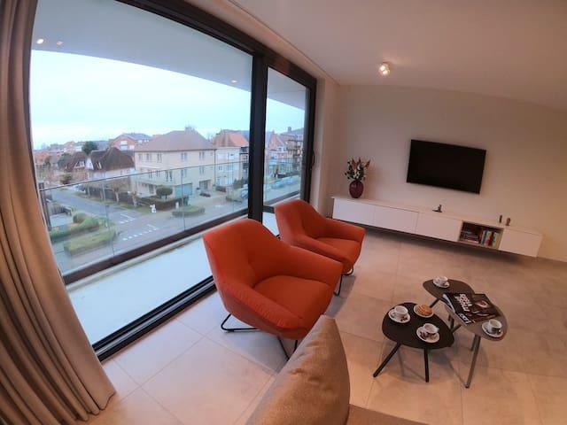 stylish luminous 2 bedroom apartment 500m from sea