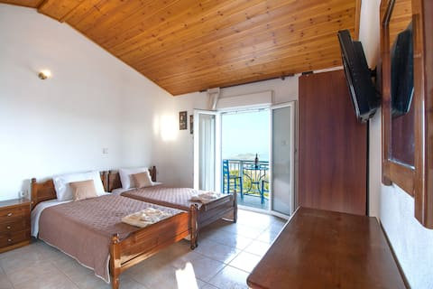 ''Top Hill House 2 ''with amazing view by Skiathos