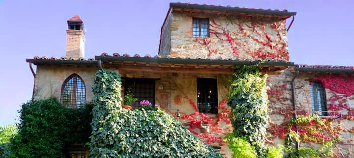 MAGNIFICENT APARTMENT & POOL 2 pers, near Tuscany