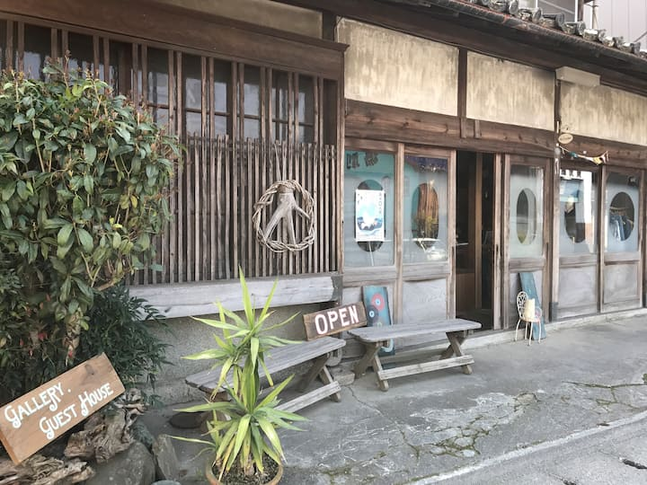 gallery & guest house Uedaya:【個室Room1】:駅まで徒歩5分