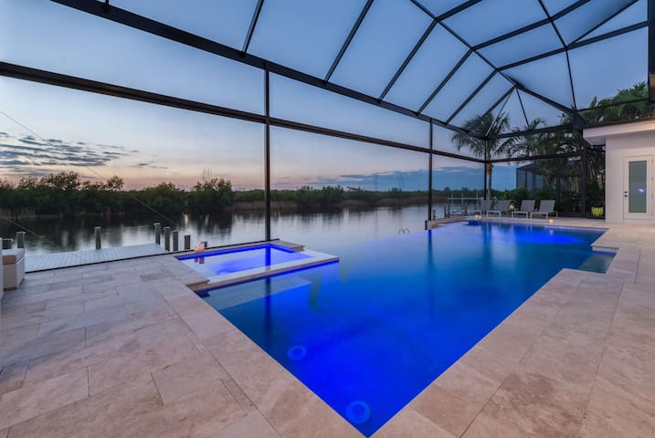 Ein Luxusdomizil in traumhafter Lage - Cape Coral - Rumah