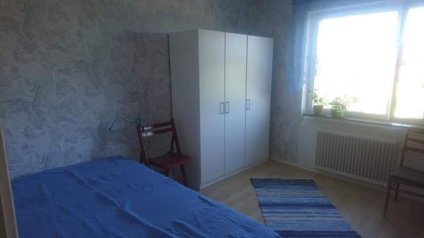Bright and newly renovated room in a nice area