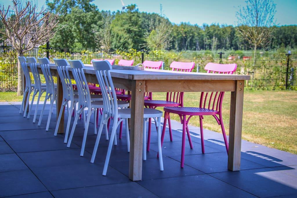 lange tafel voor 12 personen buiten