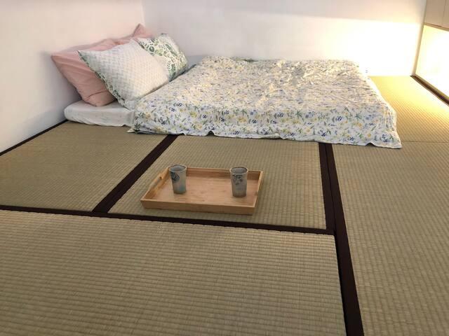 臥房二為日式榻榻米,舒適寧靜