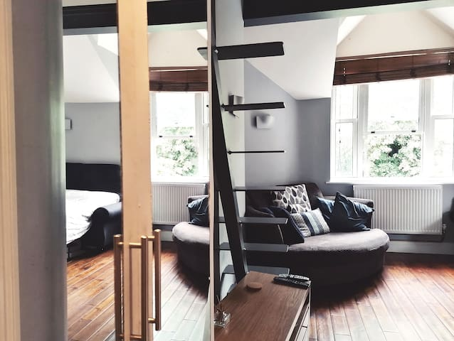 Comfy Duplex Apartment/Studio in large house