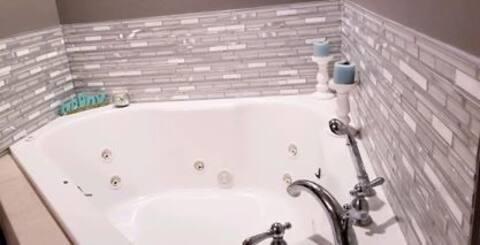 Cute 3 bedroom 2 bathroom home!   Corner jet tub