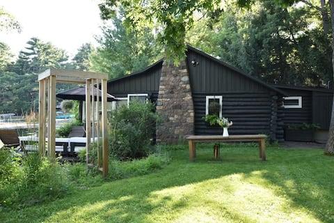 Historic Log Cabin on Miner Lake - Chain O' Lakes