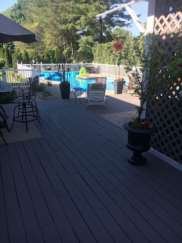 Close to Notre Dame, 5 Bedroom, deck, and pool