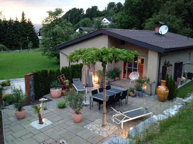 Haus am Waldrand in ruhiger Lage - Schlins - Hus