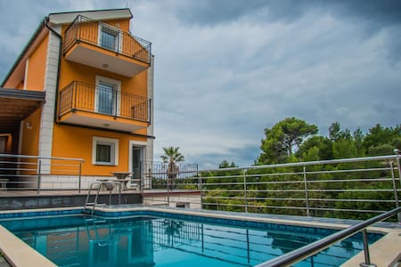 Holiday Apartment Nina ST in Makarska
