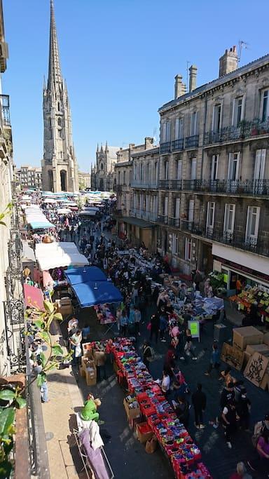 vue du balcon les jours de marché (lundi et samedi)