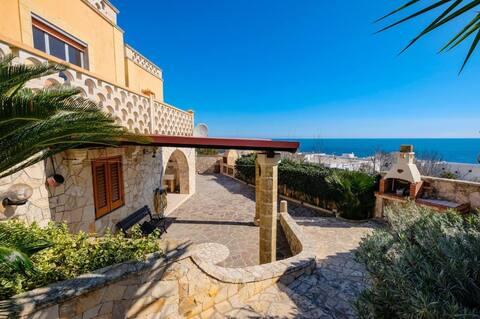 Villa del Sole. Il tuo relax a 100mt dal mare!