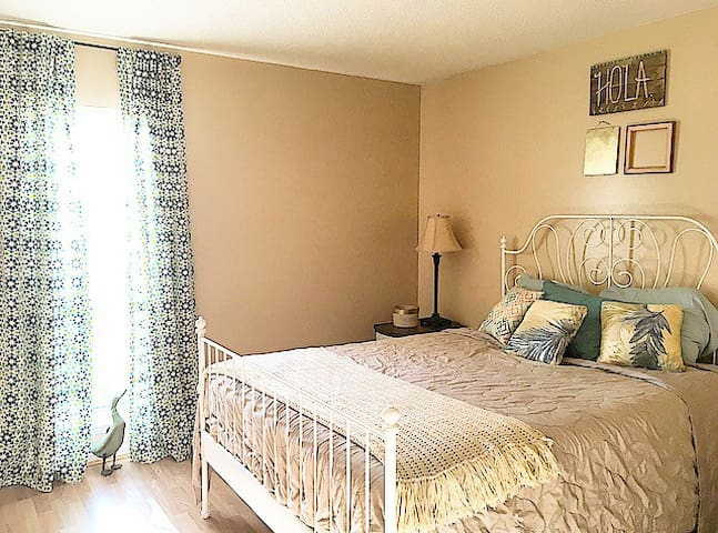 Private 1 bedroom less than 2 miles from beach - Atlantic Beach - House