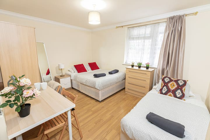 Triple Room close to City of London - 1