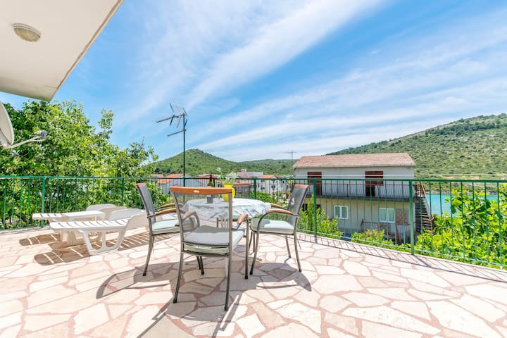 Four bedroom House, beachfront in Rogoznica