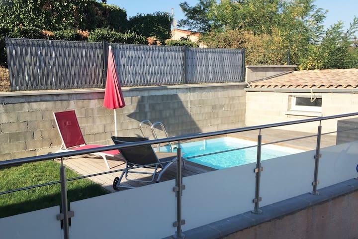 Studio avec piscine dans maison individuelle