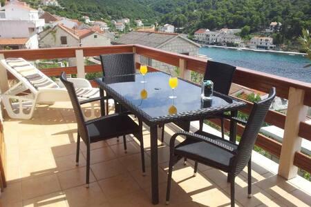 Sea view apartment 4 + 1