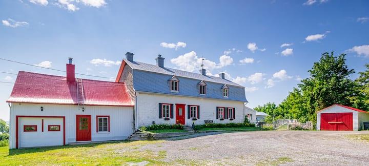 Maison Ancestrale, au bord du fleuve île d'orléans