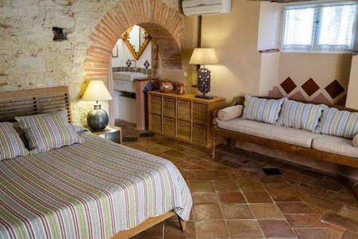 The Terrace room, charm in Cuq en terrasses