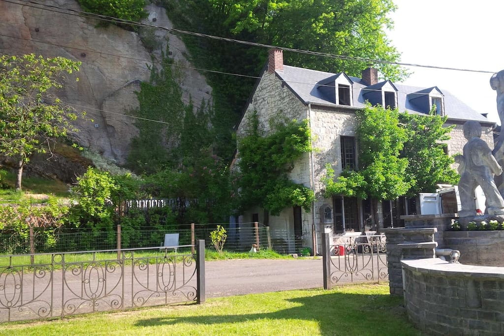 L'endroit est situé au cœur d'un petit quartier bucolique.