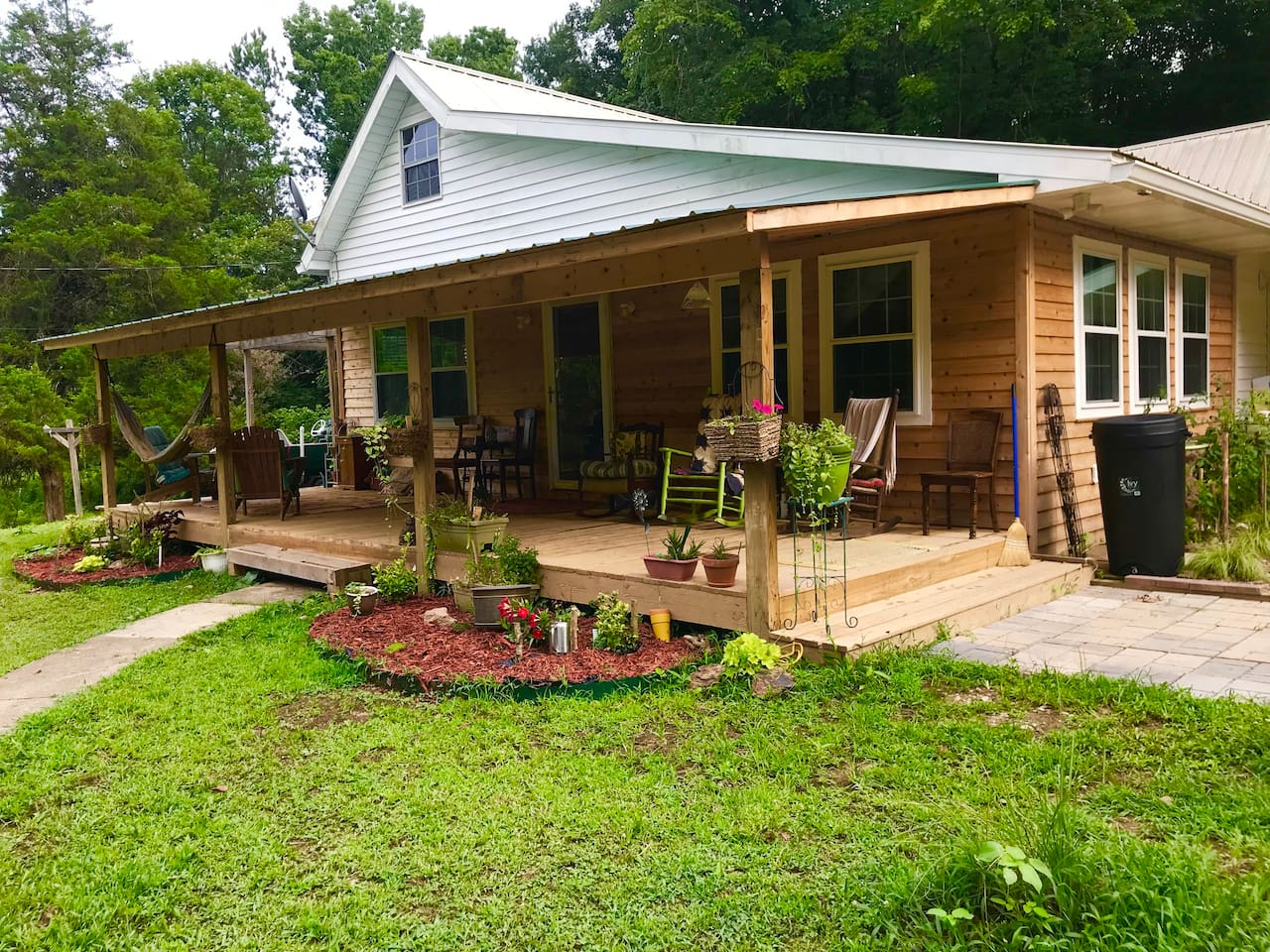 Two bedroom farm house in Tennessee Hills.