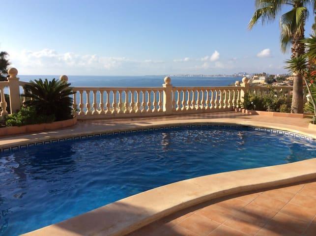 Dans villa luxueuse Appart 125m² moderne & piscine