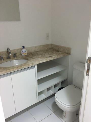 Apartamento novo cozinha americana e varanda