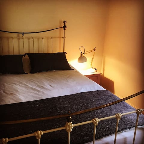Art House @ 122 Main Road, Worleston, Cheshire, England... A tranquil peaceful place to stay in the countryside but near to the historic town of Nantwich and surrounding areas.