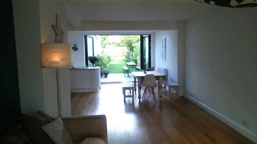 Bright and sunny home near downs. - Brighton - Casa