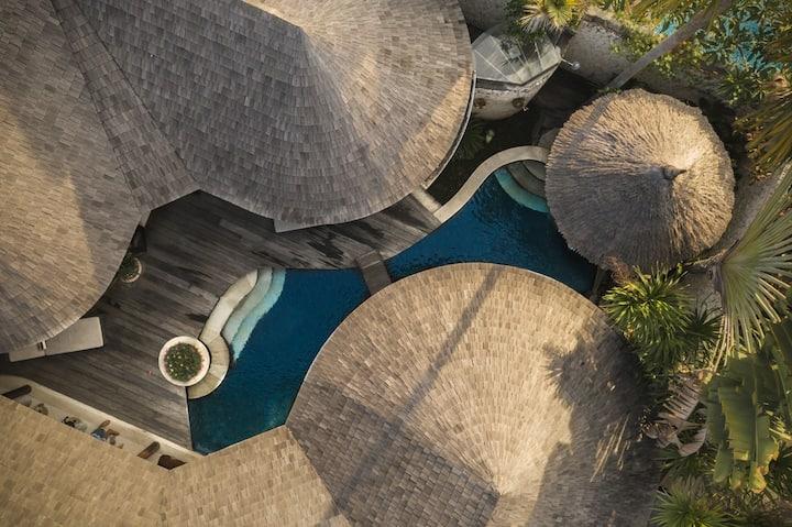 Modern romantic Villa with private salt water pool