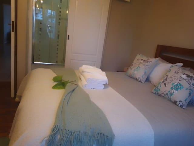 Cosy en-suite  bedroom with stunning views