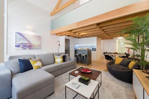 Modern Loft in City Center by LovelyStay
