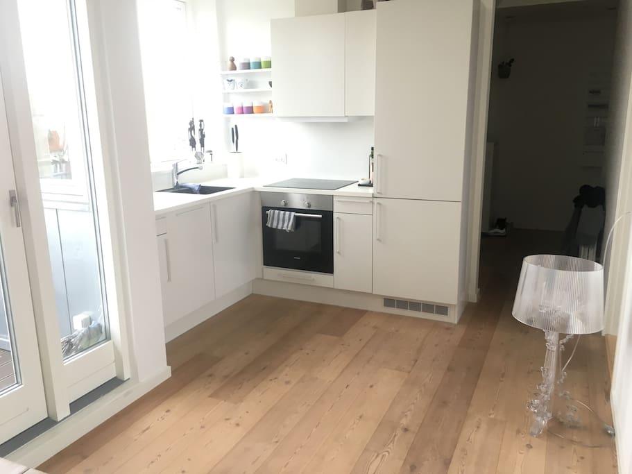 Køkken med opvaskevaskemaskine