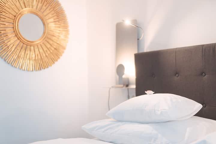 Deluxe Suite mit Aussicht, Klimaanlage & privat Parkplatz im Stadtzentrum von Krems