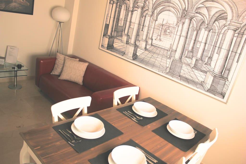 En el salón dispondrás de espacio para comer y descansar