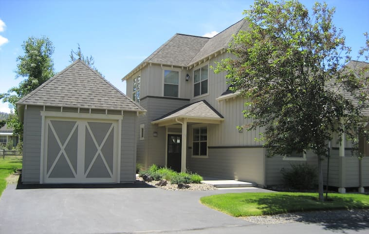Large Home Near Lakeside Pool and Sports Center!