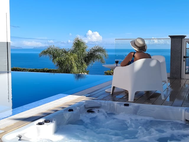 Private Villa with Private Jacuzzi and Pool