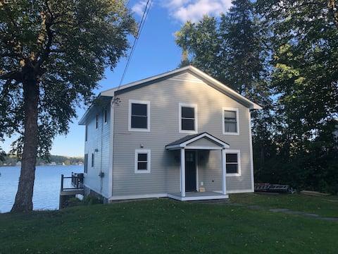 Newly Renovated Lakefront Cottage on Joe's Pond
