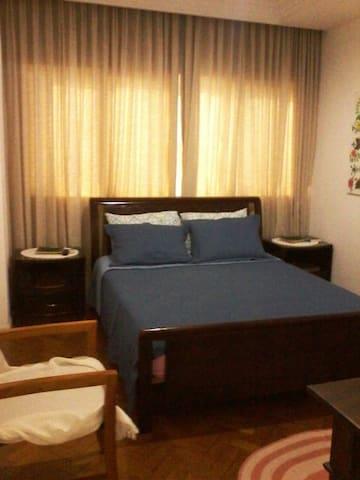 Suite, excelente localização no Centro Histórico.