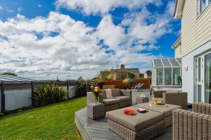 CROYDE BAYWATCH |  5 Bedrooms | 5* Luxury Home with hot tub