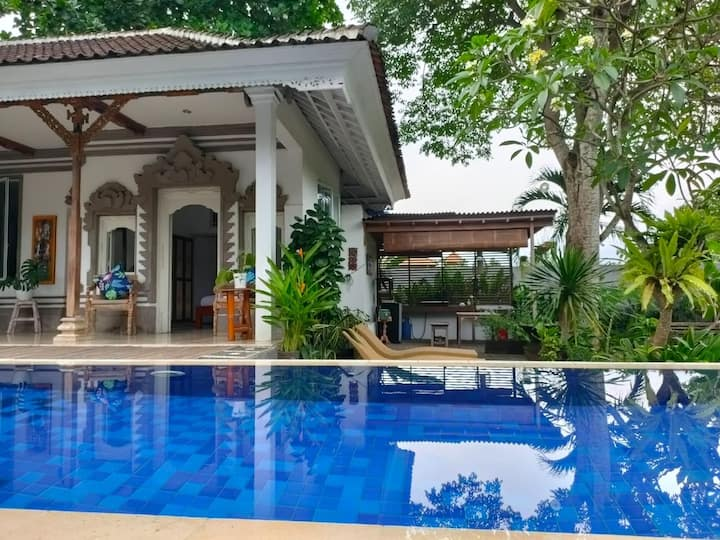 Delightful pool room with terrace & kitchen, Sanur