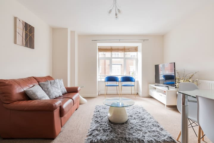 Beautiful and modern 2 bedroom flat