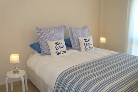 Delightful renovated sunny 1 bedroom apartment - 考提拉 - 公寓